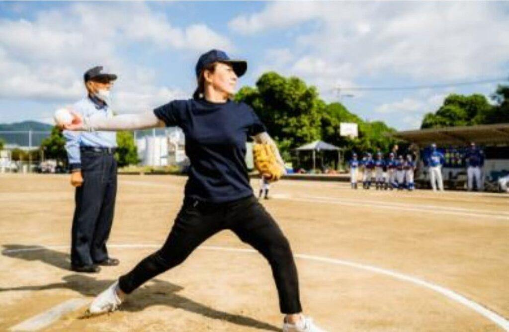 ☆九倉の元ソフトボール選手による始球式式